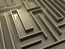 Chave no labirinto Imagens de Stock Royalty Free