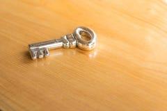 A chave para destravar seus futuro e passado o poder deste objec imagens de stock royalty free