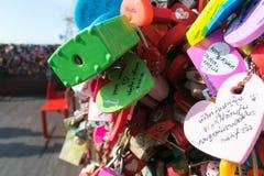 Chave para o amante que pendura na torre de Namsan Seoul com writi da mão Fotografia de Stock Royalty Free