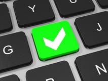 Chave verde do tiquetaque no teclado do laptop. Fotografia de Stock
