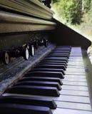 Chaves antigas do piano imagens de stock