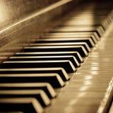 Chaves antigas do piano do Sepia imagens de stock