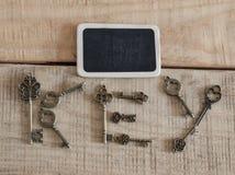 chaves antigas no fundo do vintage fotografia de stock royalty free