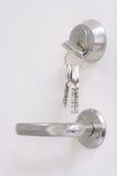 Chaves, buraco da fechadura e maçaneta de porta Fotografia de Stock