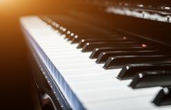 Chaves clássicas do piano no estilo preto e branco moderno Imagens de Stock Royalty Free