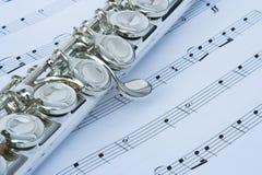Chaves da flauta em notas da música Fotos de Stock