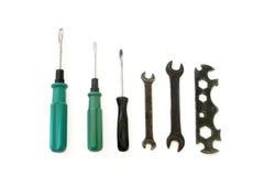 Chaves de fenda e chaves em um branco Fotos de Stock