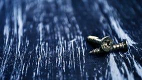 Chaves de fenda para reparar o encontro na tabela Trabalhos domésticos do ` s dos homens reparo Foto de Stock Royalty Free