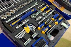 Chaves de soquete do jogo de ferramentas na caixa plástica imagens de stock