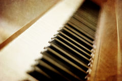 Chaves do piano do Sepia fotos de stock royalty free