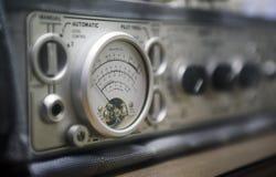 Chaves e chaves do pino de madeira em um rádio Imagens de Stock Royalty Free