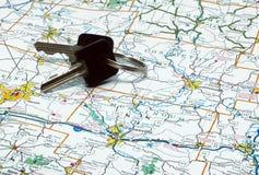 Chaves e mapa Imagens de Stock Royalty Free