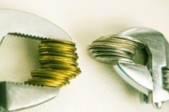 Chaves e moedas Fotografia de Stock Royalty Free