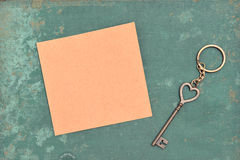 chaves e papel marrom Foto de Stock Royalty Free