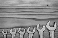 Chaves em uma tabela de madeira Fotos de Stock Royalty Free