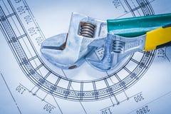 Chaves inglesas ajustáveis no modelo da construção Foto de Stock Royalty Free