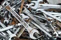 Chaves inglesas e chaves oxidadas velhas Foto de Stock Royalty Free