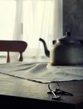 Chaves na tabela de cozinha Foto de Stock Royalty Free