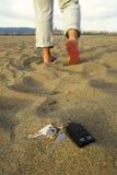 Chaves perdidas na praia Fotografia de Stock Royalty Free