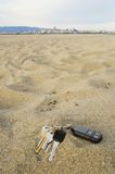 Chaves perdidas na praia imagens de stock