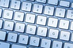 Chaves QWERTY no fim do teclado de computador acima Fotografia de Stock Royalty Free