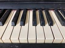 Chaves velhas do piano fotografia de stock