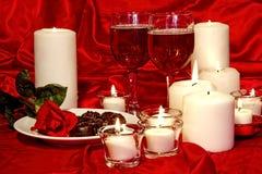 Chcolates, Wijn en Kaarsen Stock Afbeeldingen