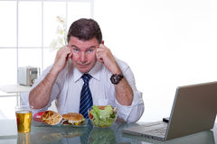 Che cosa è migliore da mangiare? fotografia stock libera da diritti