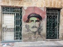 Che Guevara na Starej Hawańskiej ulicy ścianie zdjęcia stock