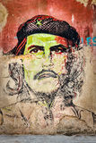Che Guevara stående i gammal havannacigarr Royaltyfri Foto