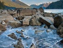 Cheakamus See-Eis entlang Ufer Stockfotos