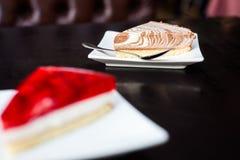 Cheasecake crémeux avec une cuillère photographie stock