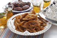 Chebakia蜂蜜曲奇饼和日期 库存图片