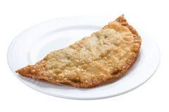 Cheburek - τηγανισμένη πίτα με το κρέας και τα κρεμμύδια στοκ φωτογραφίες