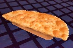 Chebureki of gebraden pastei met dicht omhoog vlees stock foto
