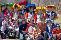 Checaspampa传统衣物的孩子 免版税库存图片
