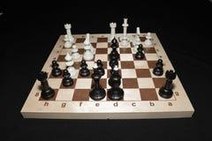 Checheredraad onder witte stukken als strategieachtergrond royalty-vrije stock foto