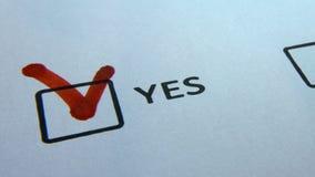 Checkbox ja und nein, schreiben in rote Markierungsantwort ja nah oben stock video footage