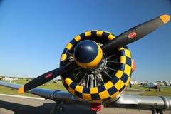 Checkered капот двигателя на warbird на потехе Солнця n Стоковые Изображения