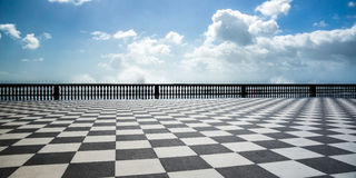 Checkered пол в городской площади Стоковое Фото