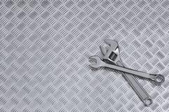 Checkerplate e fundo das chaves Fotografia de Stock Royalty Free