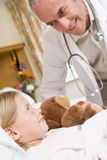 checking doctor his patient up young στοκ φωτογραφία με δικαίωμα ελεύθερης χρήσης