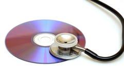 Checkinh de inhoud DVD/CD stock afbeeldingen