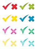 Checkmarkierungen und -kreuze. Lizenzfreie Stockbilder