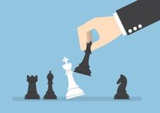 Checkmate da rainha do preto do uso da mão do homem de negócios o rei branco ilustração royalty free