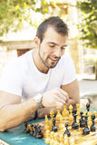 Checkmate de sorriso do homem. imagens de stock