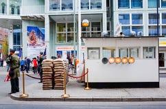 Checkpoint Charlie BERLIN, TYSKLAND Royaltyfria Bilder
