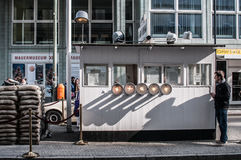 Checkpoint Charlie, Berlino Fotografie Stock