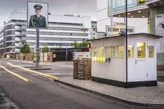 Checkpoint Charlie a Berlino Immagini Stock Libere da Diritti