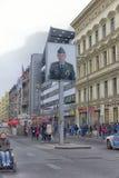 Checkpoint Charlie był ważnym blokadą drogi, biega od 1945 Zdjęcia Stock